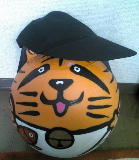 オレンジ色の球体猫